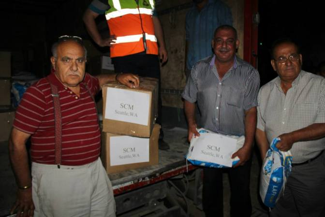 Unloading the truck with the food for the displaced Syrians