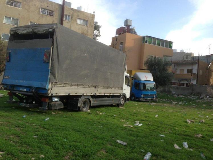 truck delivering container nov 2015